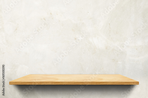 Fotomural Empty wood board shelf at concrete wall background,Mock up for display or montag