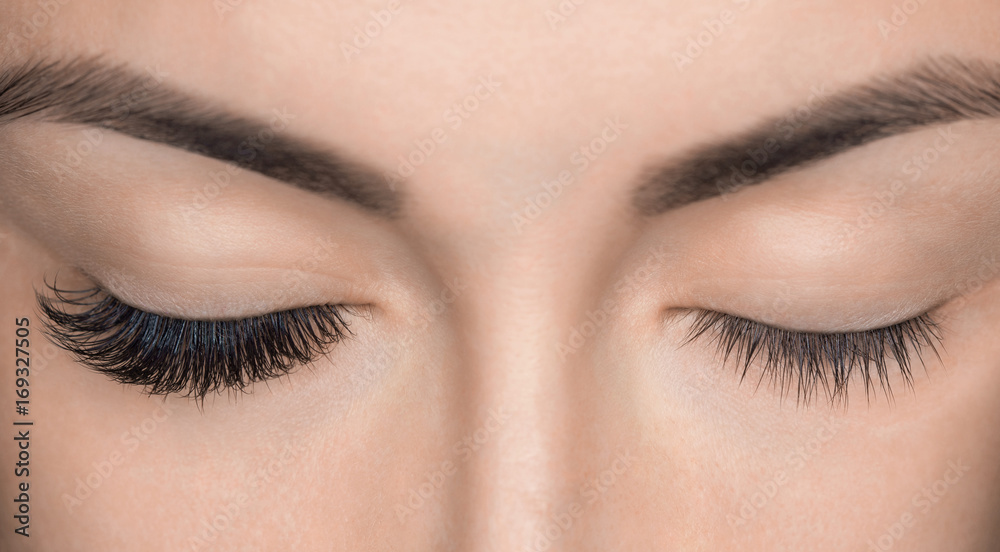 Fototapety, obrazy: Eyelash removal procedure close up. Beautiful Woman with long lashes in a beauty salon. Eyelash extension.