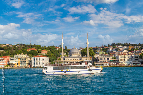 Canvas Print Passenger ship in Istanbul