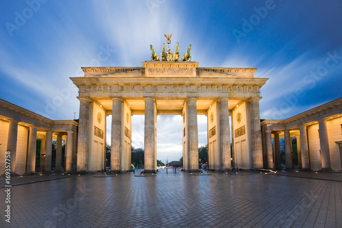 Fotobehang Berlijn Brandenburg gate or Brandenburger Tor in Berlin, Germany at night