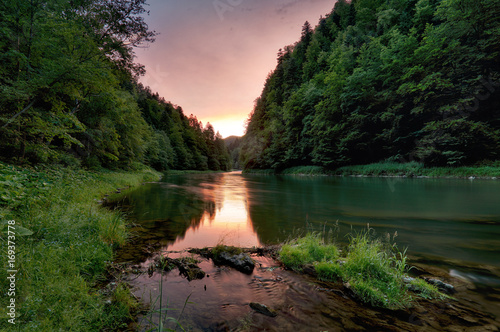 Valokuva  Sunset along the banks of Dunajec river.