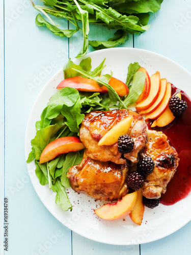 Photo  Baked chicken with fruits