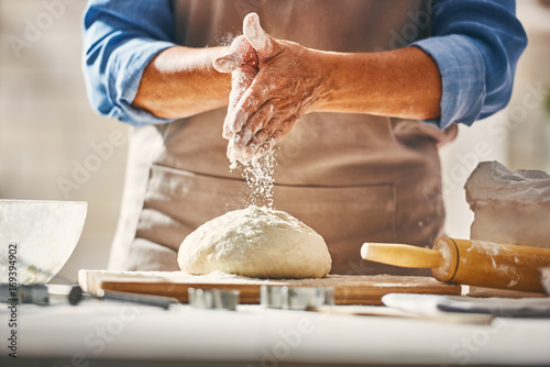 Cadres-photo bureau Cuisine Hands preparing dough