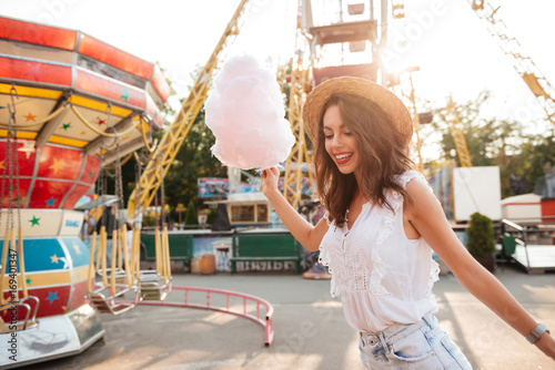 Poster Attraction parc Happy smiling girl with cotton candy having fun