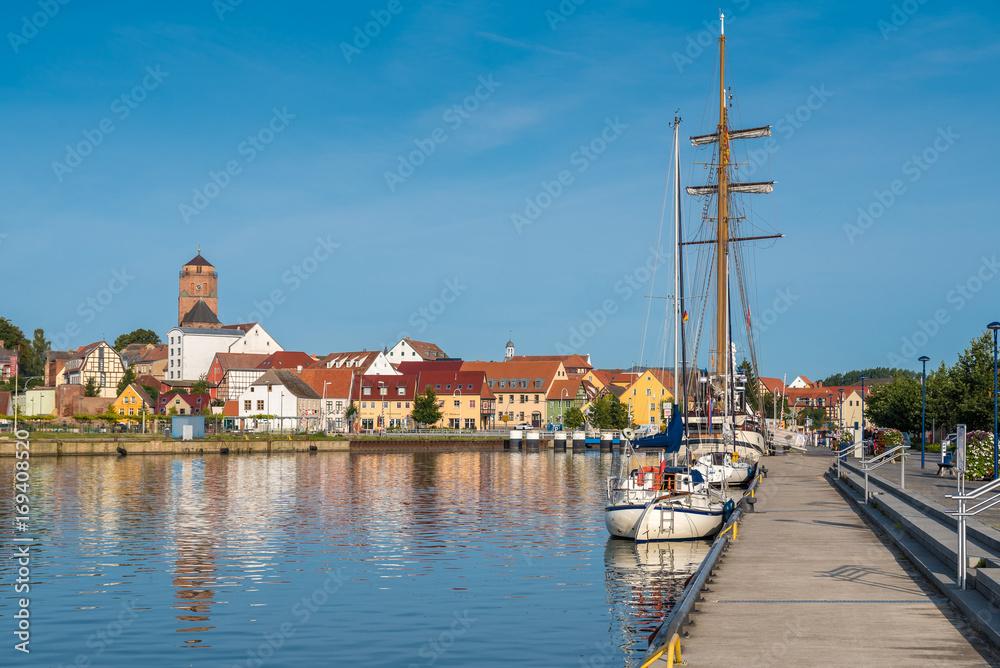 Fototapety, obrazy: Hafen und Altstadt von Wolgast