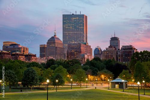 back-bay-okolica-w-bostonie-massachusetts-widok-podczas-zmierzchu-na-budynki