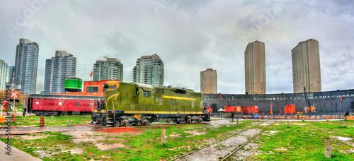 Photo Old diesel locomotive in Roundhouse Park, Toronto