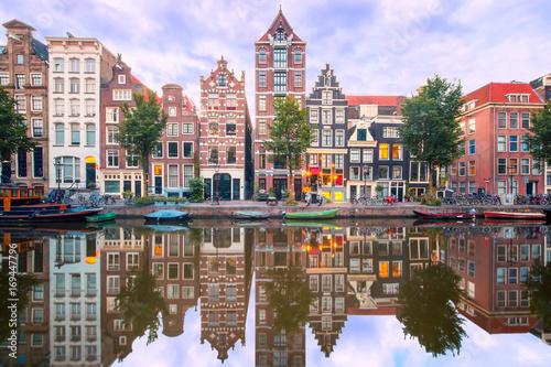 amsterdamski-kanal-herengracht-z-typowym