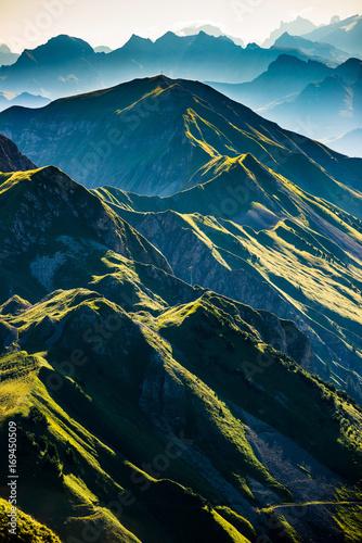 Deurstickers Alpen Berge am Morgen vom Brienzer Rothorn Richtung Brünig, Berner Oberland, Alpen, Schweiz