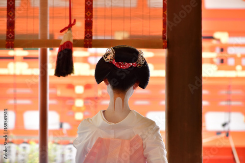 Fotografía Maiko girl in summer Kimono dress, Kyoto Japan. 舞子 夏の装い 京都