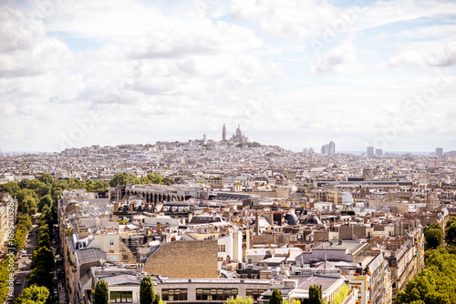 Papiers peints Paris Aerial cityscape view on Monmartre hill during the sunny day in Paris