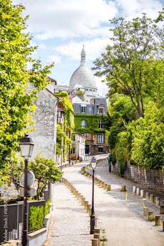 Tematy fototapet  uliczka-ze-schodami-w-paryzu-we-francji