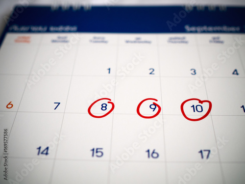 Red circle marked on three days calendar for reminder or remember important appointment Tableau sur Toile