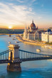 Leinwanddruck Bild - Beautiful view of the Hungarian Parliament and the chain bridge in Budapest, Hungary