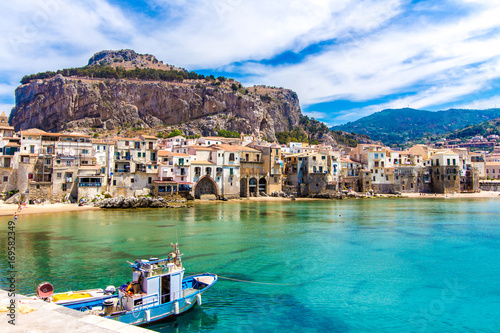 Fotobehang Stad aan het water View of cefalu, town on the sea in Sicily, Italy