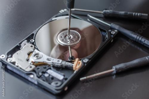 Fotografia  Repair of the dismantled hard drive