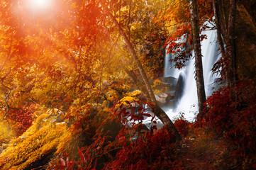 Fototapeta Las Romklao Paradon Waterfall.
