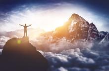 Bergsteiger Erlebt Absolutes Gipfelglück Hoch über Den Wolken