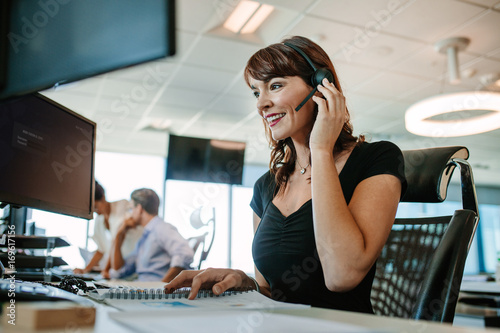 Fototapeta Woman working in call center obraz