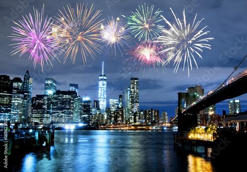 Tuinposter New York City Fireworks over New York City skyline and Brooklyn Bridge