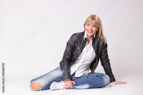 Poster  happy smiling mature woman 40s laying on floor casual clothes