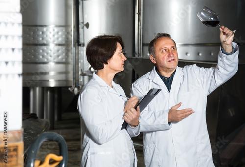 Deurstickers Toscane Expert and maker estimate wine