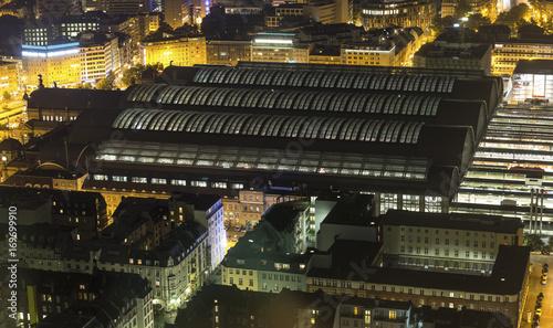 Foto auf AluDibond Bahnhof frankfurt am main germany at night from above