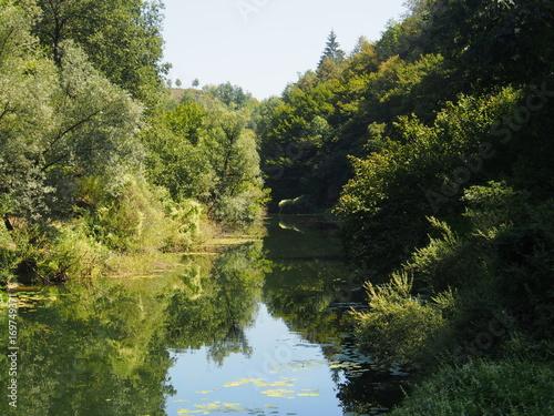 Fotografie, Obraz  Natürlich intakte Flusslandschaft, Kroatien