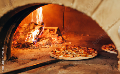 Foto op Canvas Pizzeria Italian pizza is cooked in a wood-fired oven.