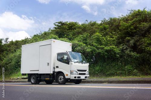 輸送トラック 箱車