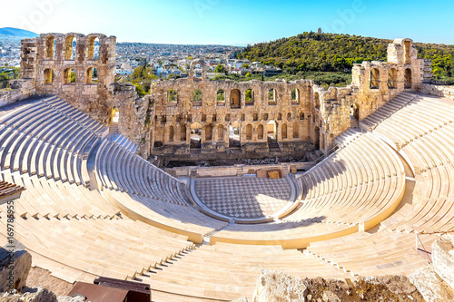 Photo  Ancient herodes atticus theater amphitheater of Acropolis of Athens, landmark of