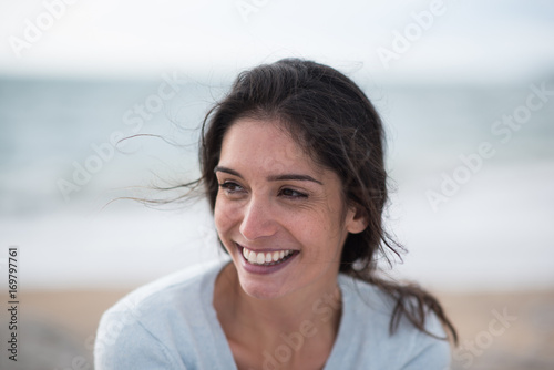 Photographie  Portrait of a beautiful young brunette woman on the beach