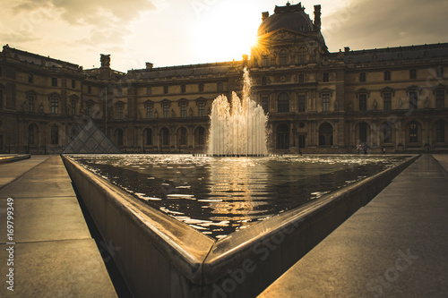 Fotografie, Obraz  Louvre im Sonnenuntergang