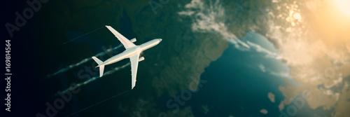 Fotografie, Obraz  Flugzeug fliegt hoch über den Wolken über Kontinent