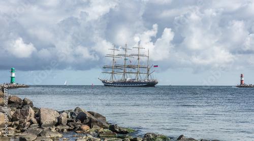 Segelboot vor warnemünde © haiderose
