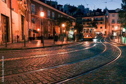 Fényképezés  Traditional yellow tram at the old night streets of Lisbon