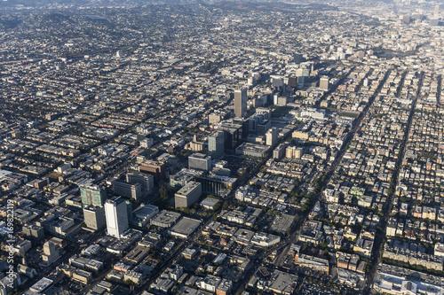 Zdjęcie XXL Widok z lotu ptaka Wilshire bulwar i Koreatown w Los Angeles, Kalifornia.