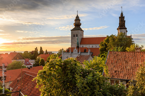 Fotomural Summer sunset over Visby Old Town, Gotland, Sweden