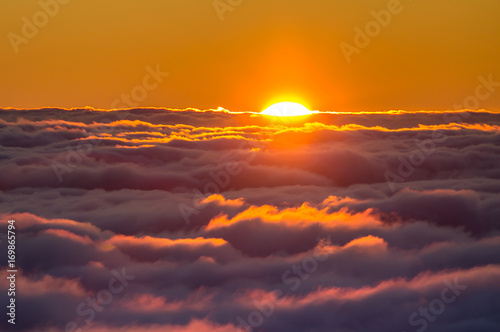 Poster Crimson Sunset above the clouds
