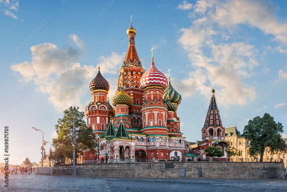 Fototapety, obrazy: Облака на синем небе над Собором clouds in the blue sky over Cathedral