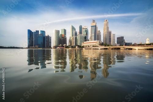 Photo  Singapore Skyline at Sunrise at Marina Bay