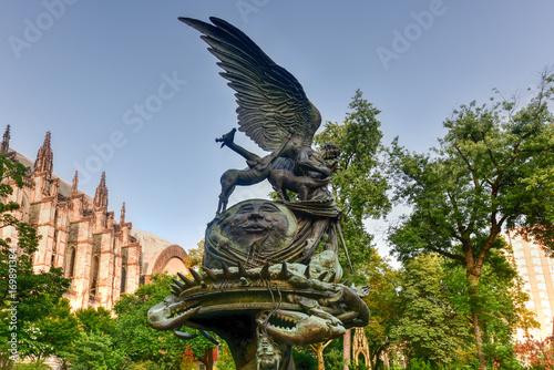 Fotografie, Obraz  Peace Fountain - Saint John the Divine