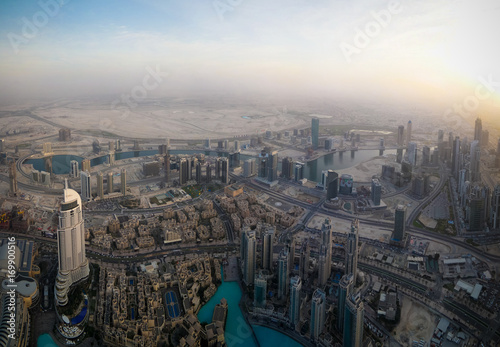 Photo  Panorama sunset view to Dubai skyscrapers in UAE