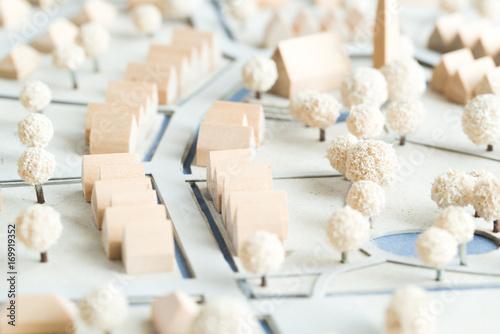 Türaufkleber Darknightsky Architekturmodell mit Häusern und Kirche