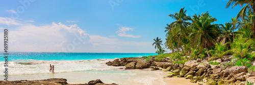 Tuinposter Centraal-Amerika Landen Tropical Sandy Beach on Caribbean Sea. Mexico.