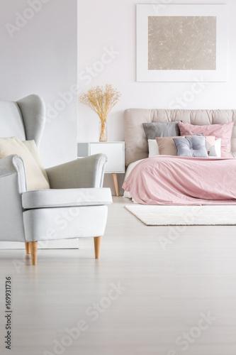 Fototapeta Grey armchair in trendy bedroom obraz na płótnie