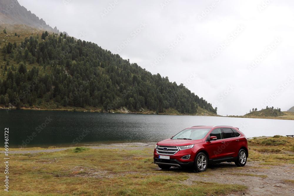 Fotografie, Tablou  SUV am Bergsee