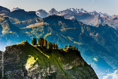piekny-krajobraz-na-alpy-bernenskie-w-szwajcarii