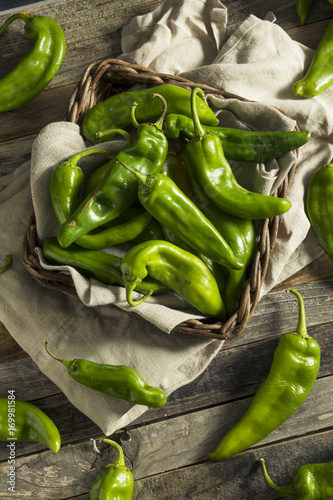 Valokuva Raw Green Spicy Hatch Peppers
