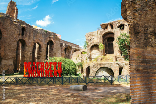 In de dag Ancient Ruins in palatine hill in Rome, Italy